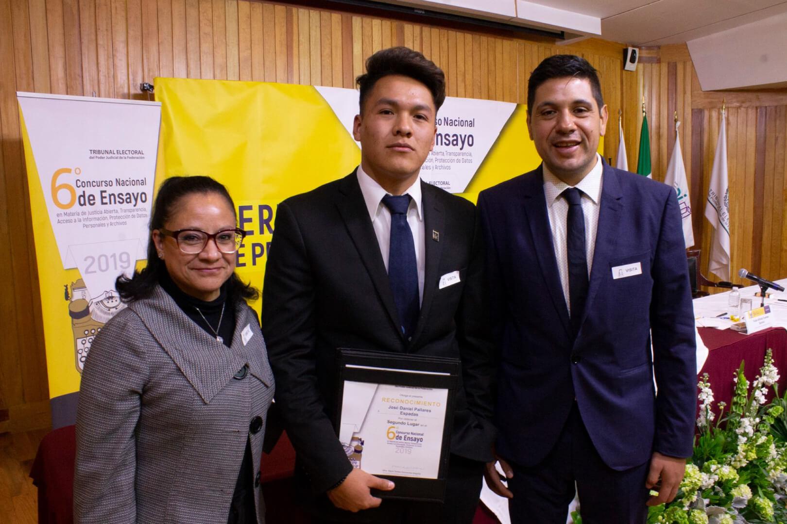 Alumno de la licenciatura en derecho es galardonado en el 6º concurso nacional de ensayo del TEPJF